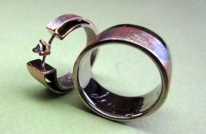 Twee verschillende ringen voor 2 verschillende mensen waarbij openheid en verbinding de kernwaarden zijn.